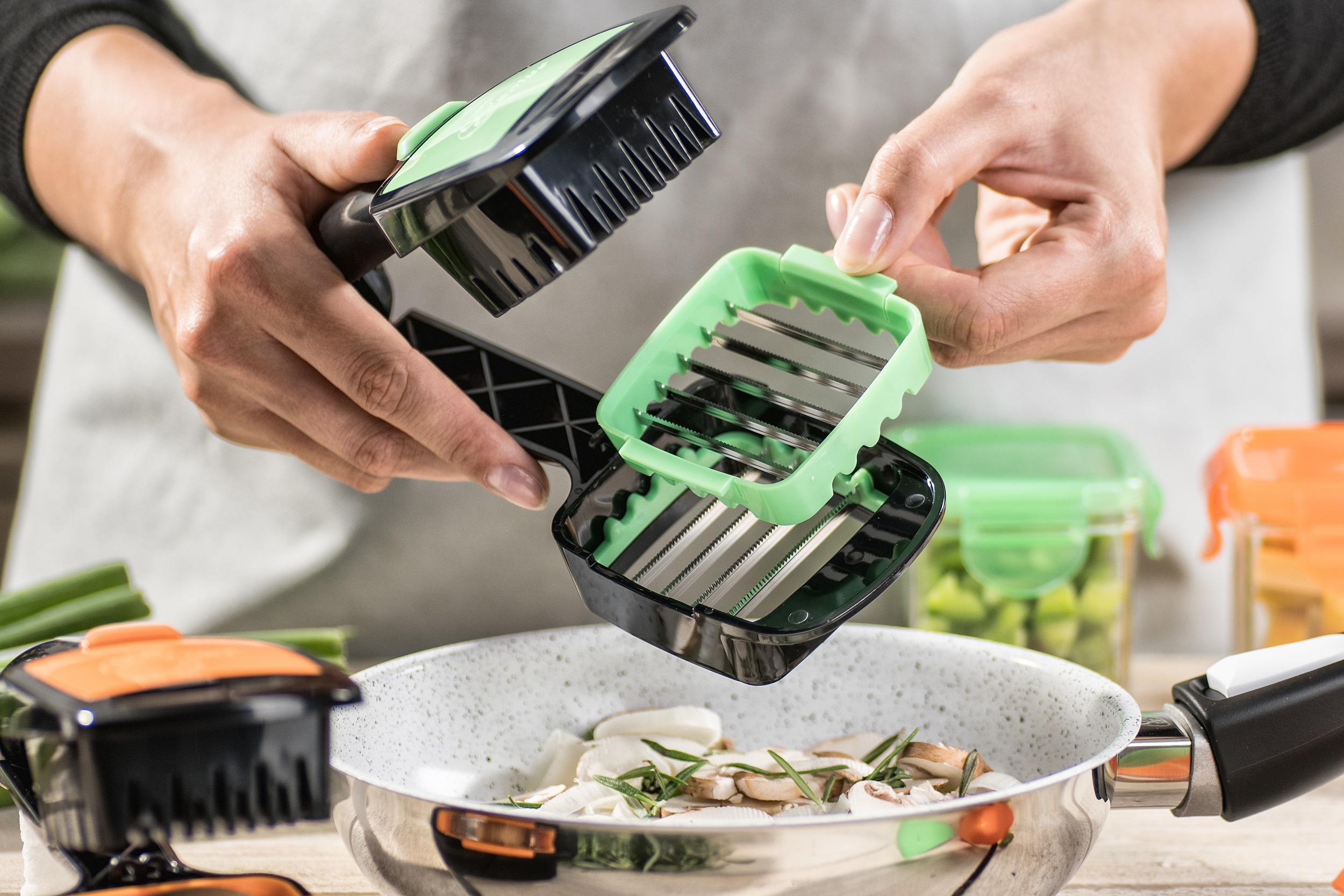 Nicer Dicer Quick gruen Anwendung Messer wechseln20180328 0017 kleiner - Nicer Dicer Quick über 3 Millionen mal weltweit verkauft