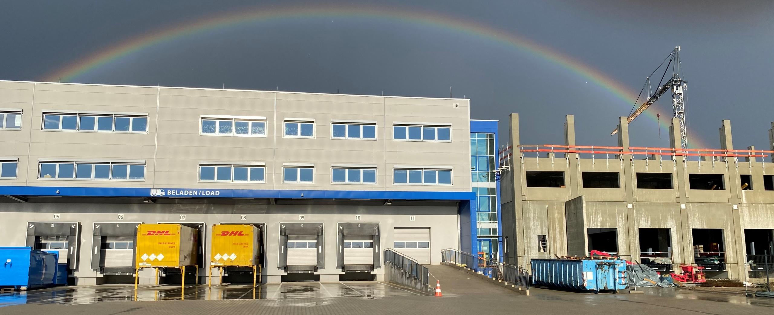 Regenbogen scaled - Ein Regenbogen über dem Genius Neubau